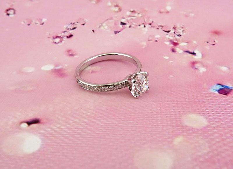 Помолвочное кольцо с бриллиантом. Ювелирная мастерская