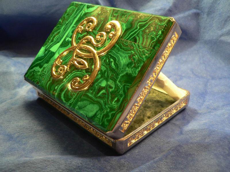Малахитовый портсигар - эксклюзивный подарок мужчине