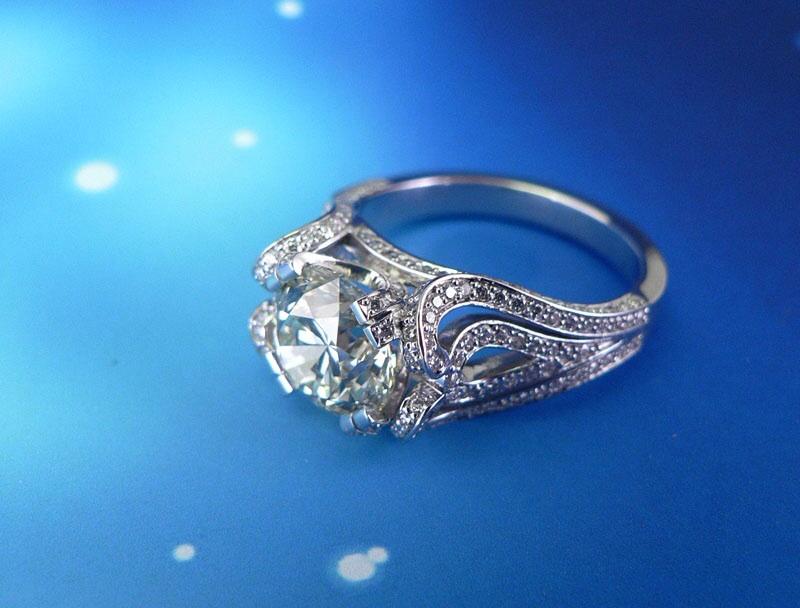 Кольцо из белого золота с бриллиантами. Изготовление на заказ.