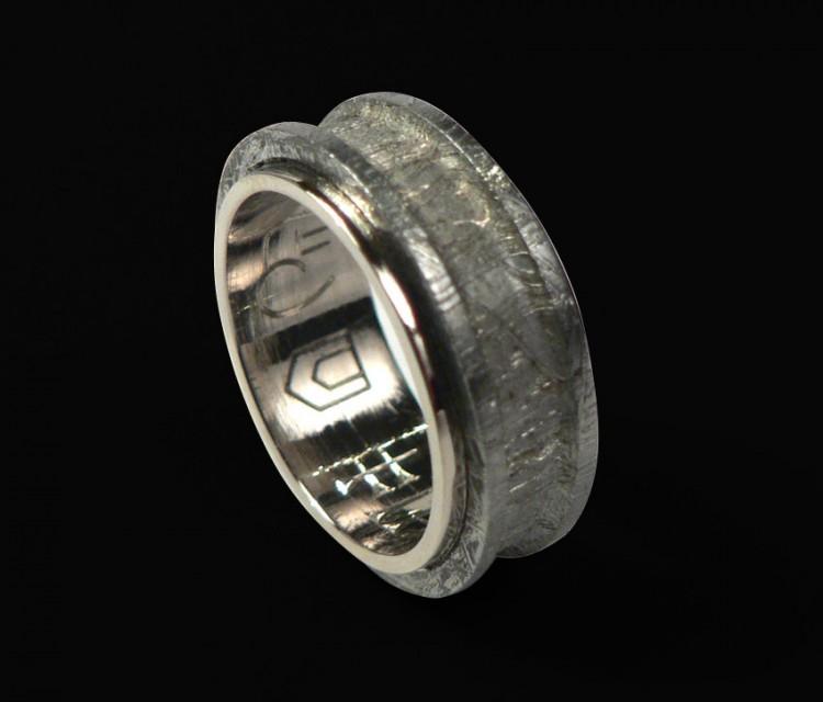 """Кольцо с метеоритом. Ювелирная мастерская """"Ювелирная коллекция""""."""