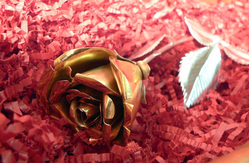 Роза из золота и серебра. Подарок на 8 марта