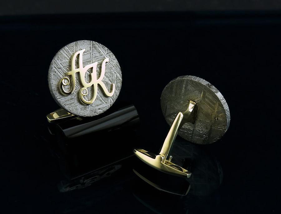 Золотые запонки с инициалами на метеорите