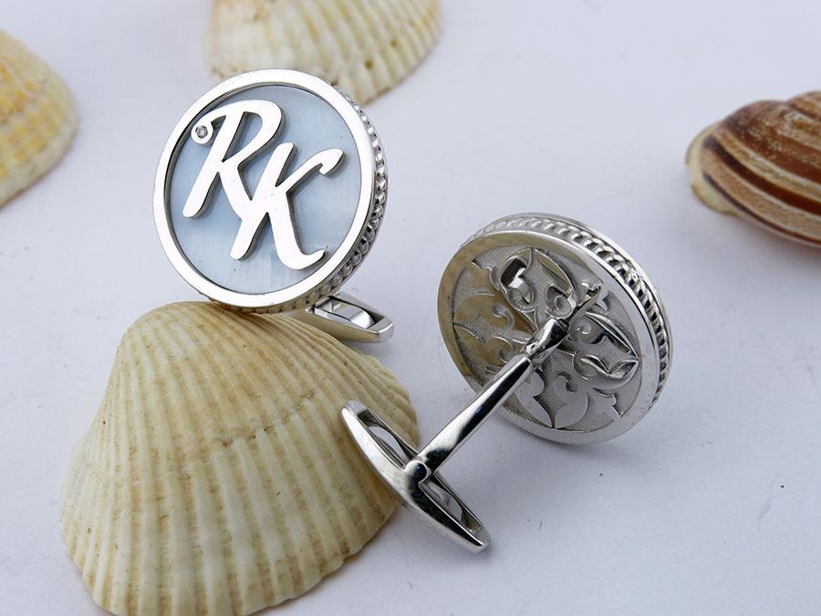 Золотые запонки с инициалами RK