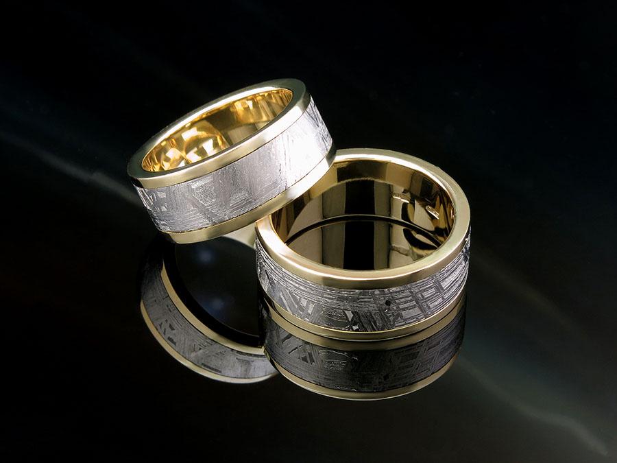 Необычные обручальные кольца с метеоритом на заказ.