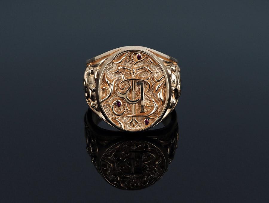 Золотой перстень с инициалами АВТ